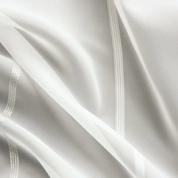 Ezüst csíkos fényáteresztő voile függöny 13186, fehér és ekrü színben rendelhető, 180cm, 260cm 300cm magas